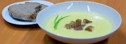 Blumenkohlsuppe mit Roggenbrot-Croutons