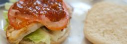 (N janz) (S)chicken(-)Burger – Chickenburger mit selbstgemachter Spezialsoße