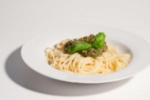 Spaghetti mit Ruccola-Pesto