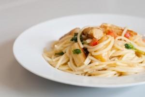 Spaghetti mit Spargel, Tomaten und Basilikum